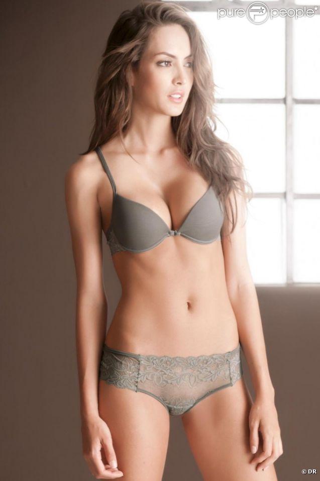 Macri Elena Vélez Sanchez, Colombienne sexy et raffinée pour Options.