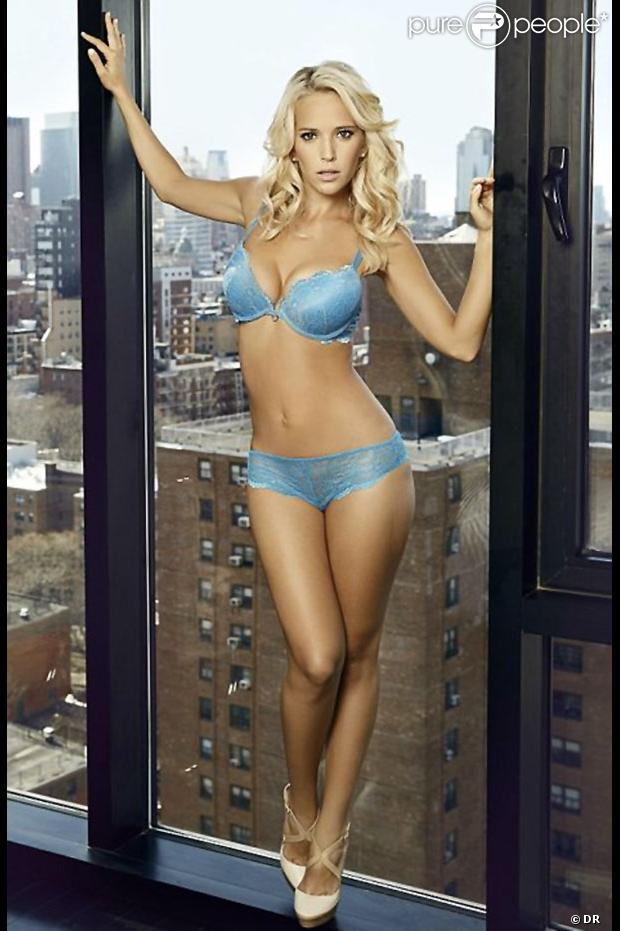 Luisana Lopilato pose pour Ultimo. Photo par Dan Kennedy.