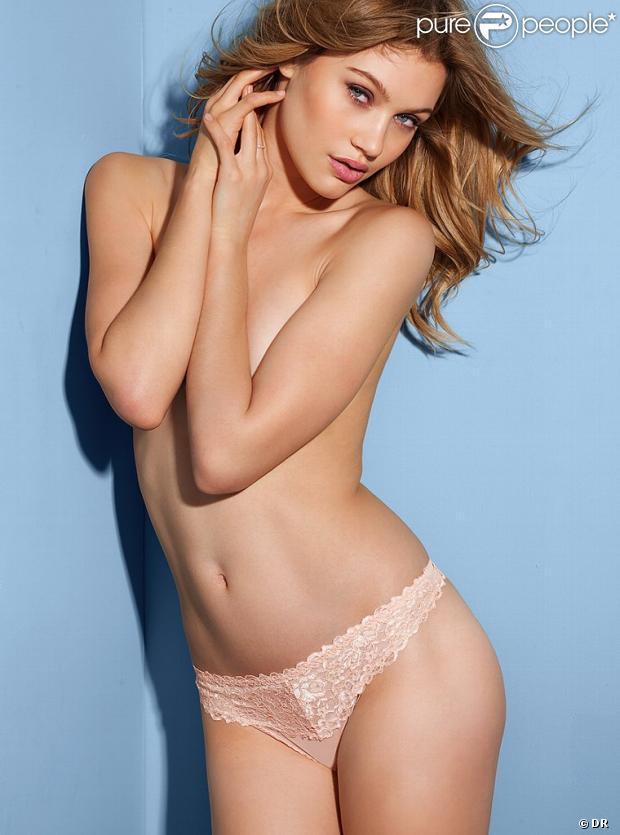 Caroline Corinth pose en lingerie pour Victoria's Secret.