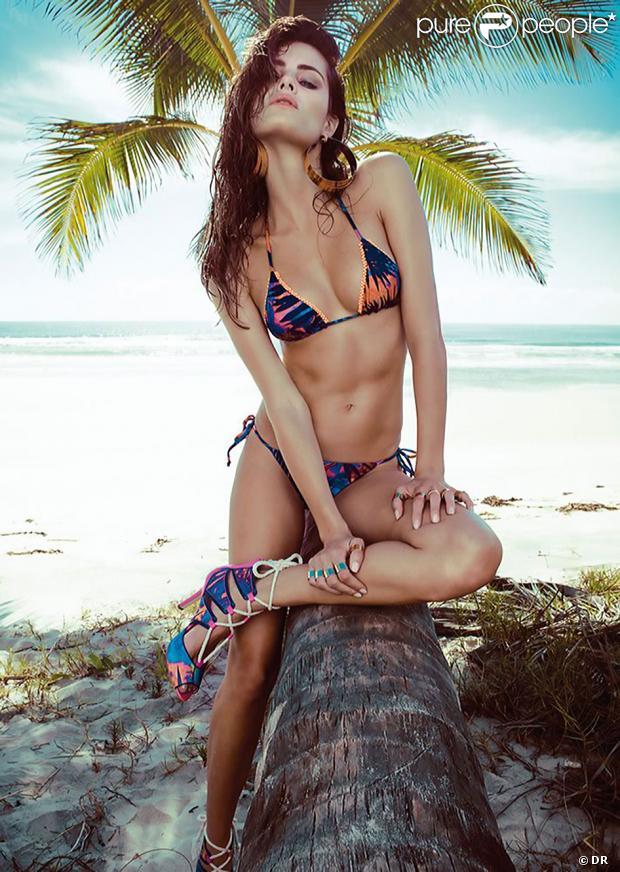 Le top brésilien Isabeli Fontana pose pour Morena Rosa Beach collection été 2013