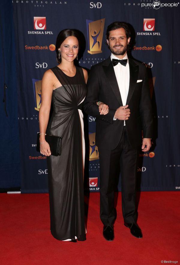 Le prince Carl Philip de Suède et sa fiancée Sofia ...