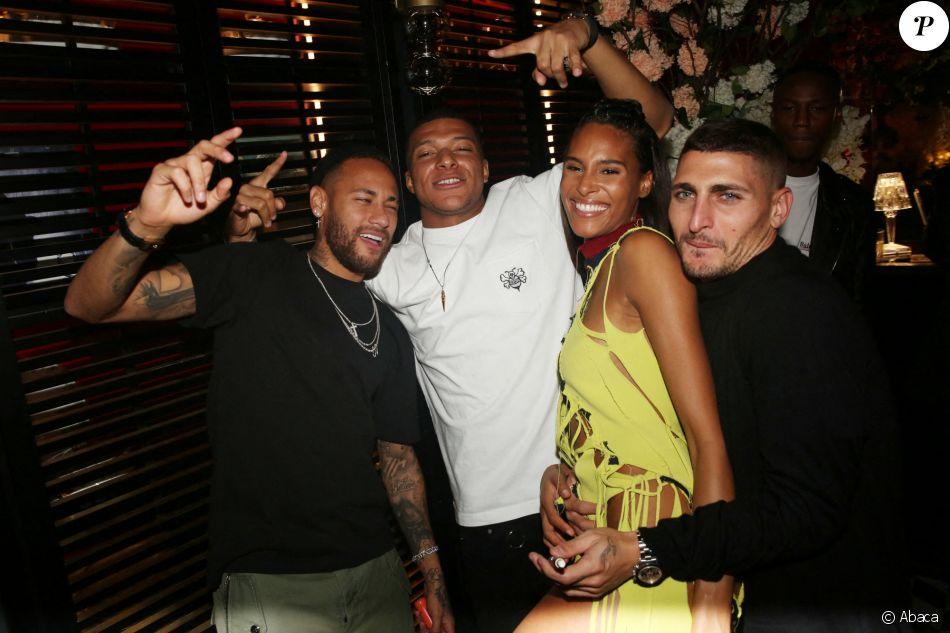 Neymar, Kylian Mbappé, Cindy Bruna et Marco Verratti lors de la soirée d'anniversaire du top model Cindy Bruna (organisée par Five Eyes Productions) au Giuse Tr - Purepeople