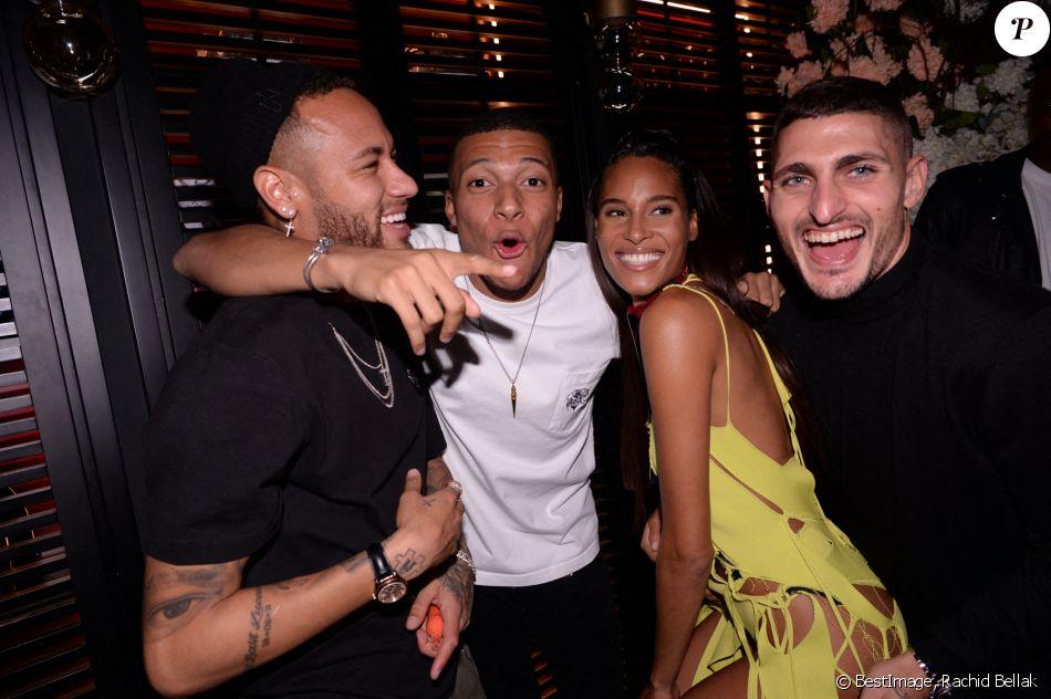 Neymar, Kylian Mbappé, Cindy Bruna et Marco Verratti lors de la soirée d'anniversaire de Cindy Bruna (27 ans) au restaurant Giusé Trattoria à Paris, le 1er octo - Purepeople