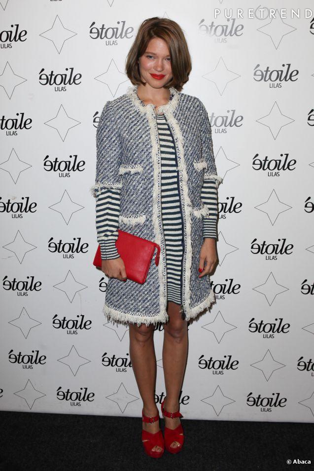 Léa Seydoux, très tendance dans un ensemble façon marinière Louis Vuitton, de la collection Croisière 2014.