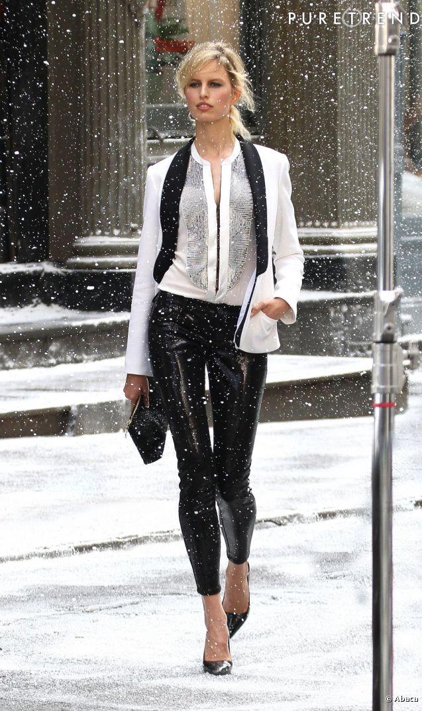 Karolina Kurkova en plein shooting photo à New York dans le quartier de Tribeca le 4 mai.
