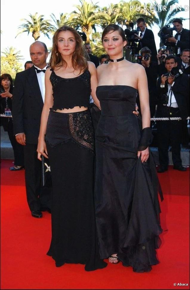 Première apparition sur le tapis rouge cannois pour Marion Cotillard en 2002.