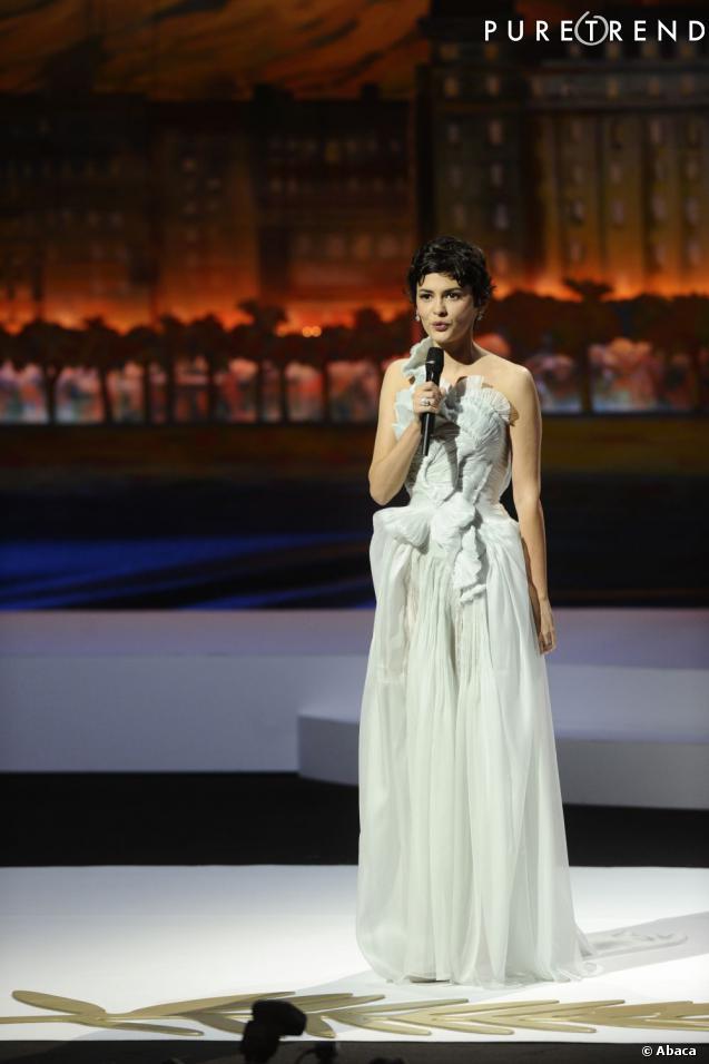 12 ans après, Audrey Tautou est une des valeurs sûres du cinéma français et elle joue les maîtresses de cérémonie en robe de grand créateur.
