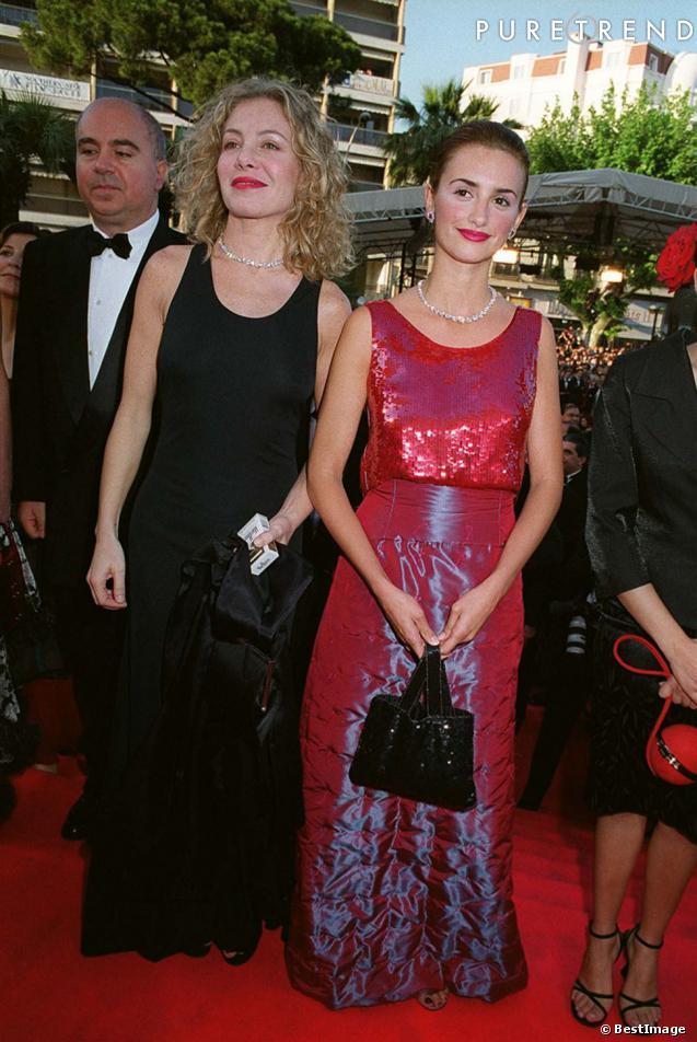 """Première apparition à Cannes lors de la première de """"Tout sur ma mère"""" pour Penelope Cruz en 1999."""