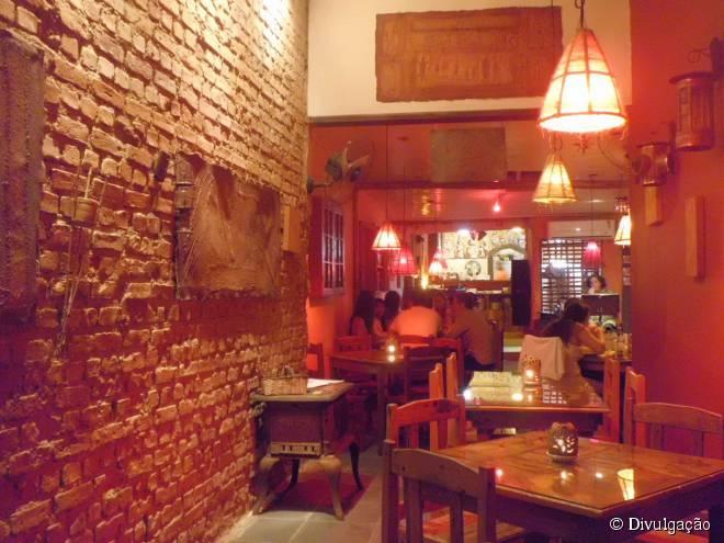 Pratos flambados na cachaça são a marca da Casa do Fogo, no Centro Histórico