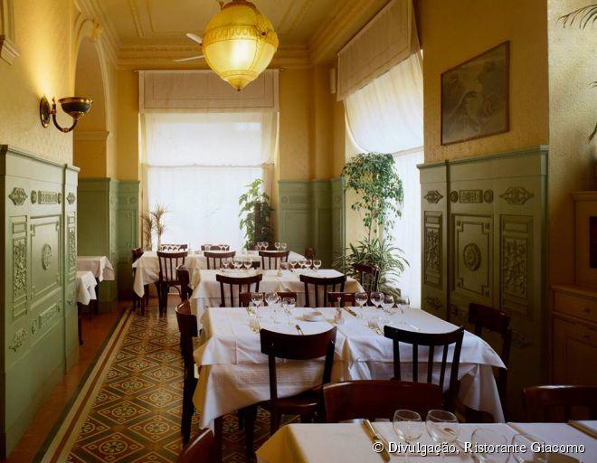Inaugurado em 1958, o restaurante Giacomo é considerado um dos melhores de Milão com especialidades em frutos do mar