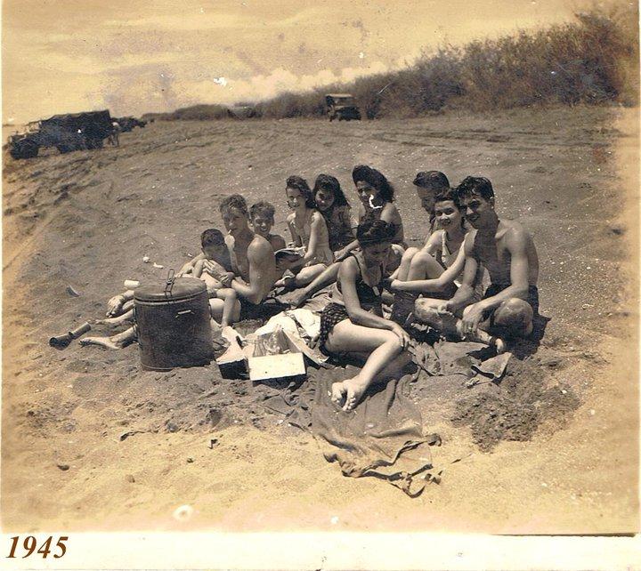 Carlota-cousins-on-beach.jpg