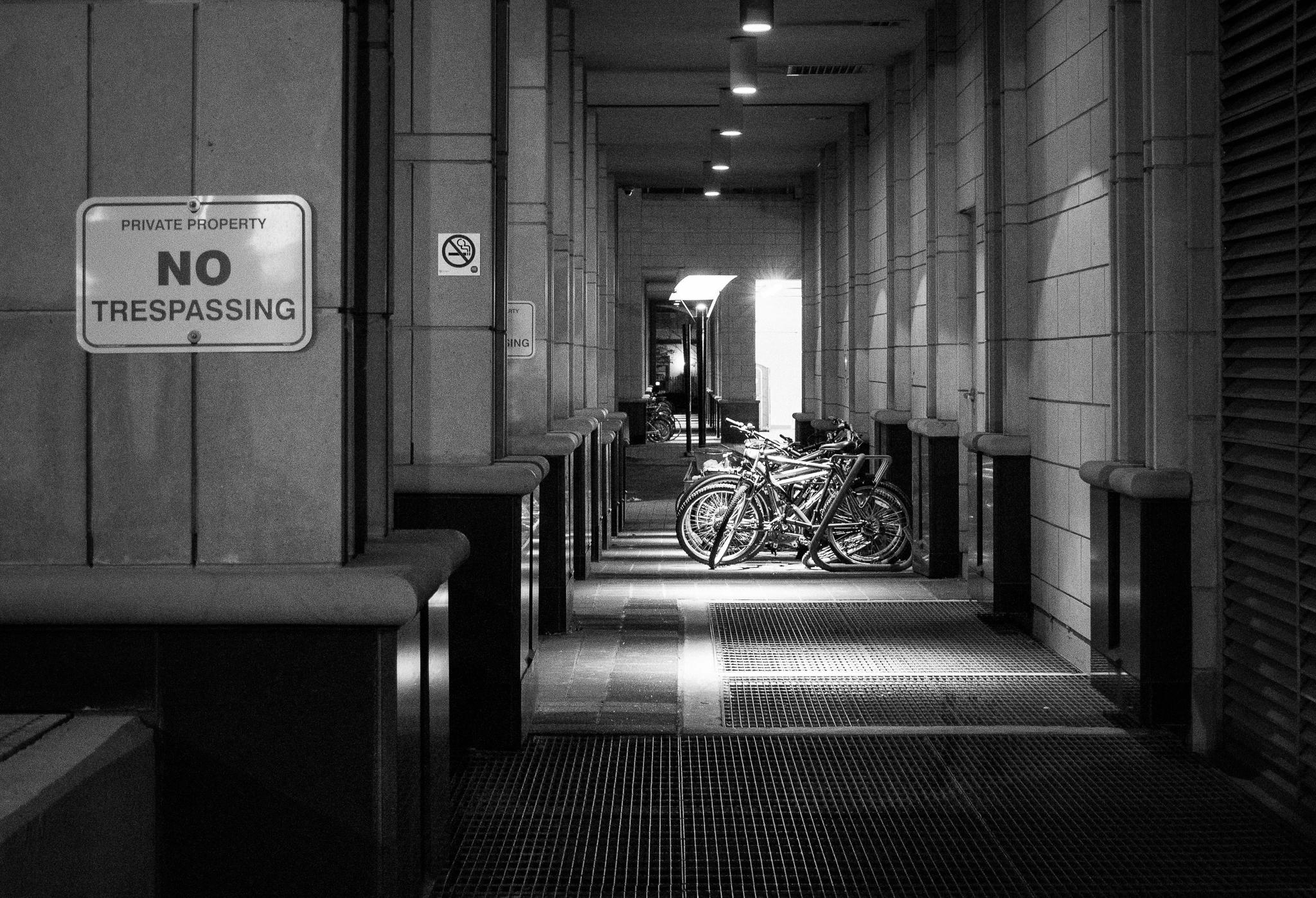 No Trespassing (1/20s, f/6.3, ISO5000)