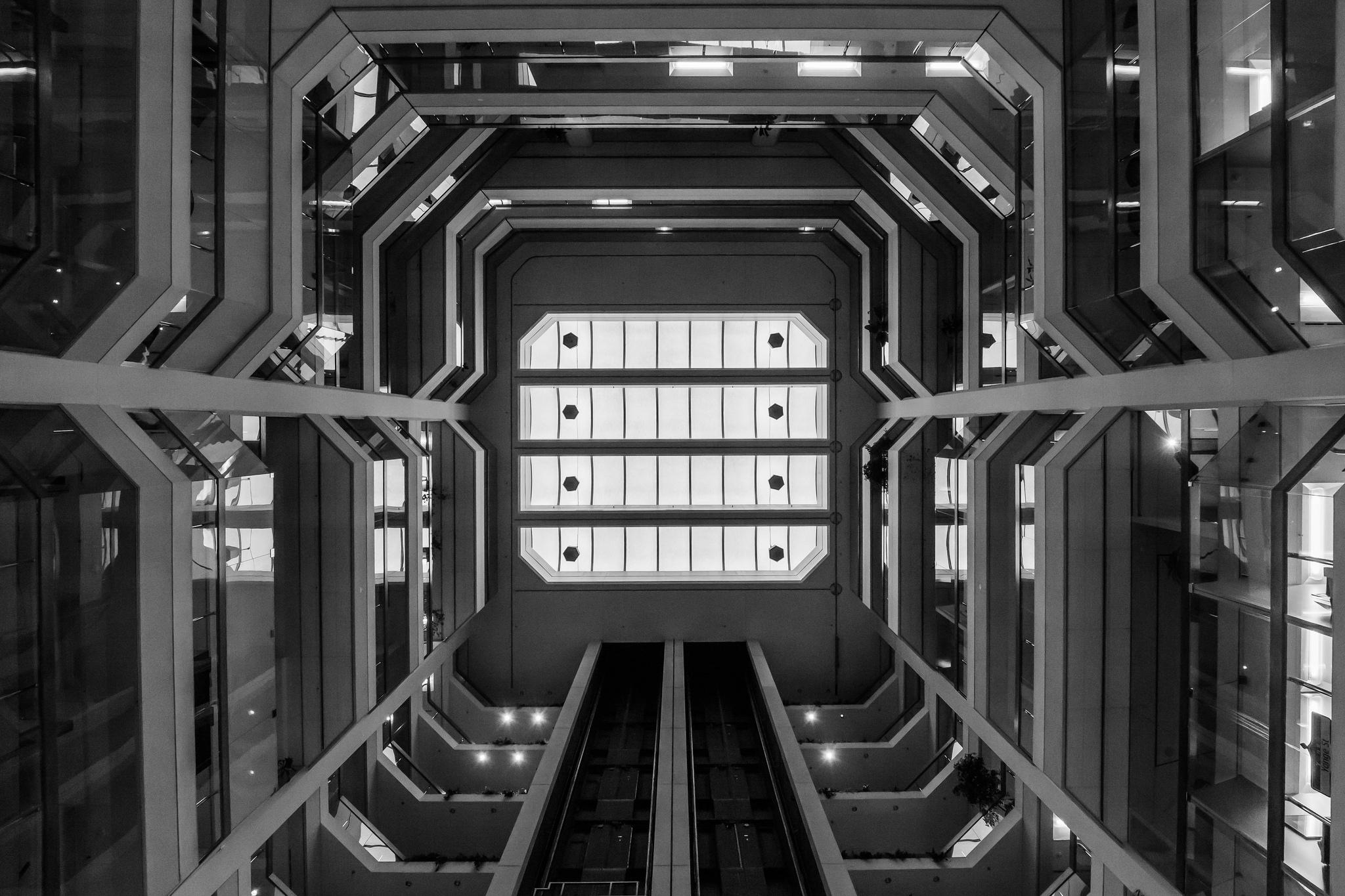 Atrium on Bay (1/100s, f8, ISO1600)