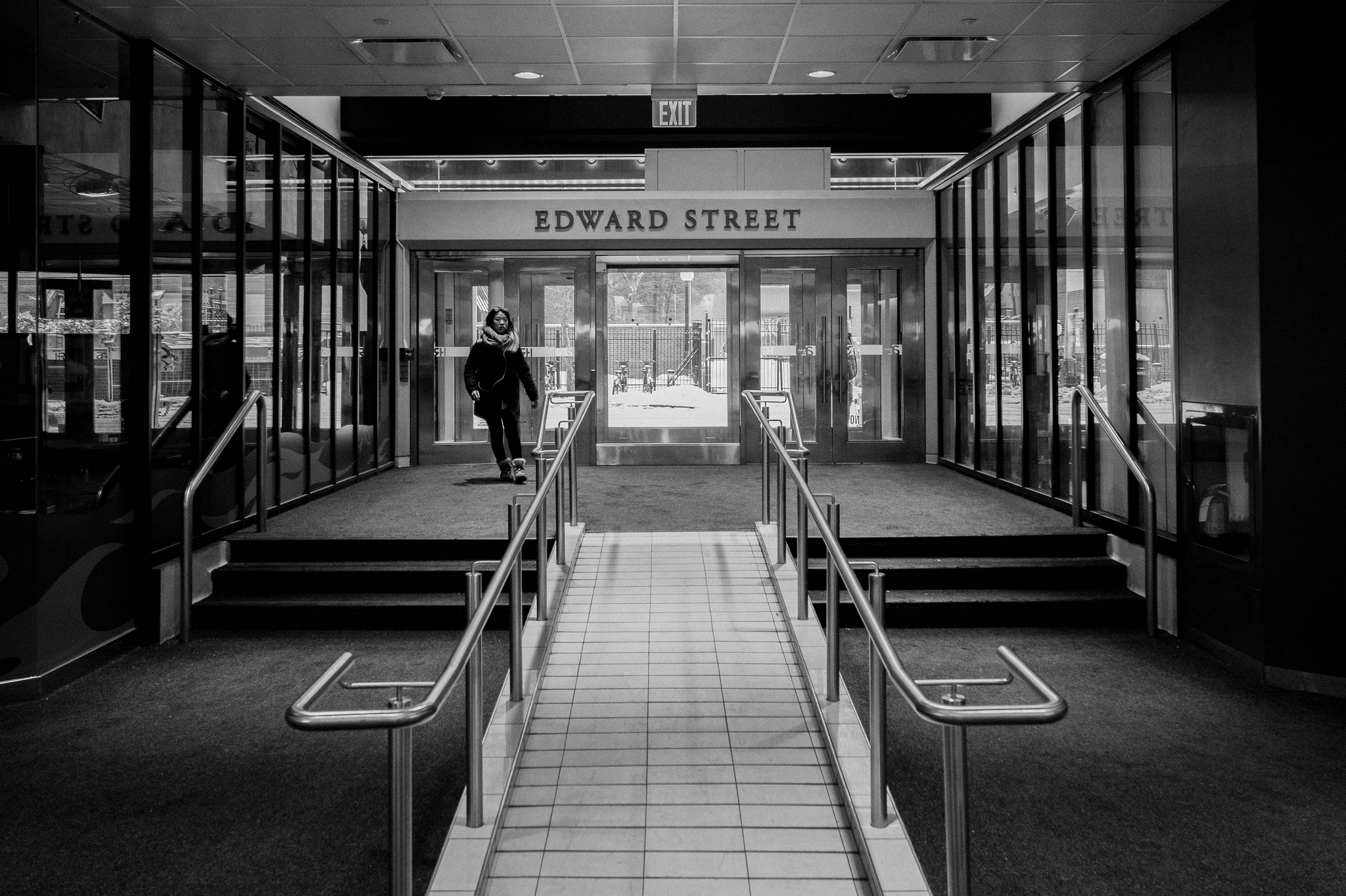 Exit to Edward Street (1/40s, f/5.6, ISO1600)