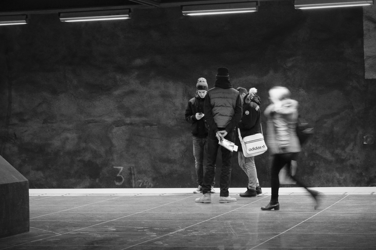 On the move in Stadshagen station