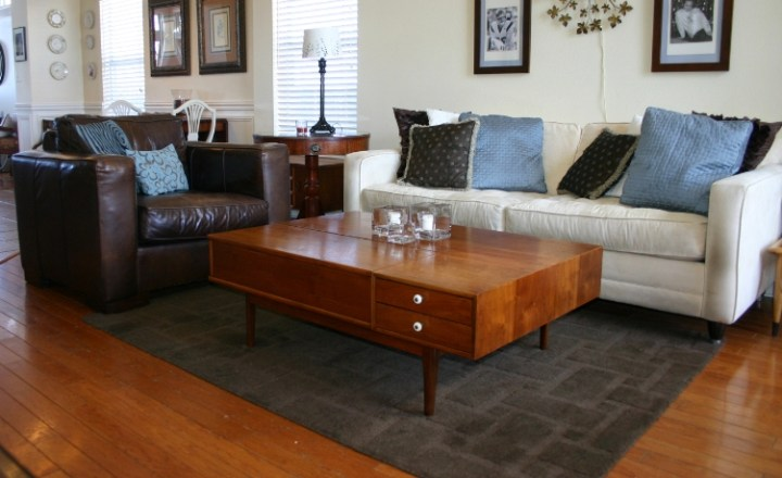 how big should my area rug be in living room