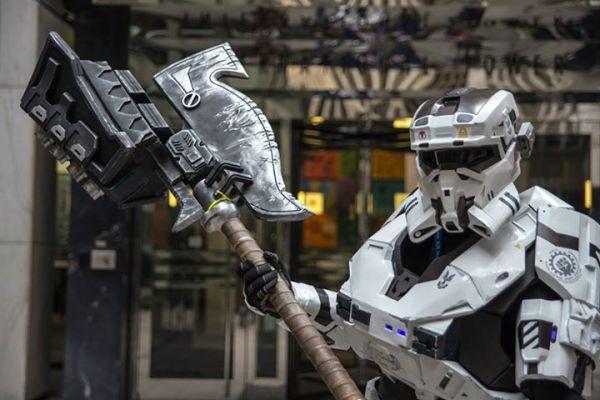 Superb Halo Cosplay - Noble 6 Multiplayer Armor — GeekTyrant