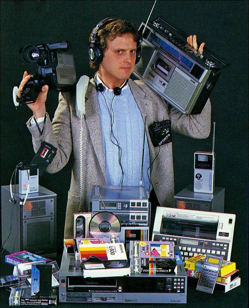 courtenaybird: 1990: Before the smartphone Smartphone = convergence.