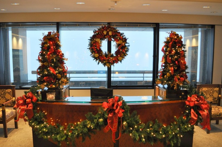 Lovely Christmas Decorations For Office Reception Www