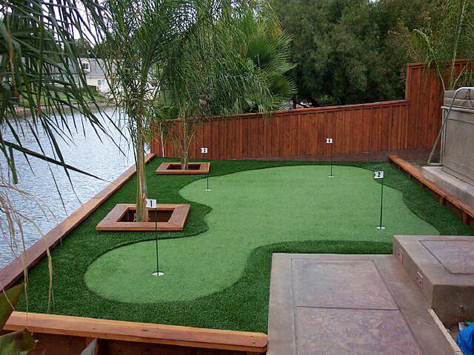 Artificial Grass Landscaping and Products on Putting Green Ideas For Backyard id=73284