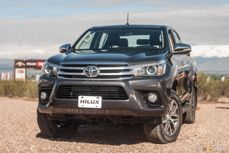 Contacto: Toyota Hilux 2016 10