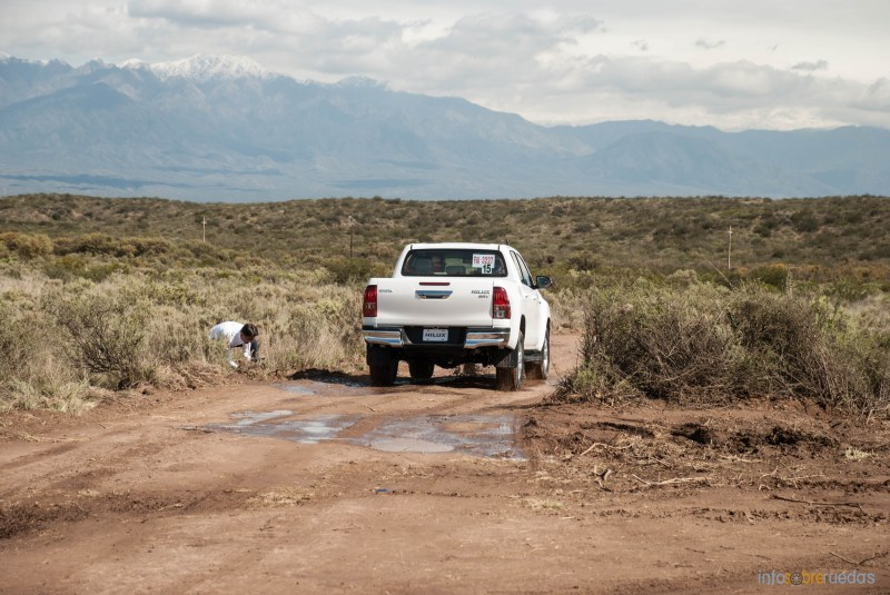 Contacto: Toyota Hilux 2016 31