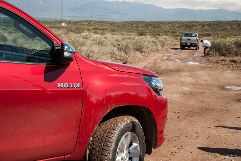 Contacto: Toyota Hilux 2016 39