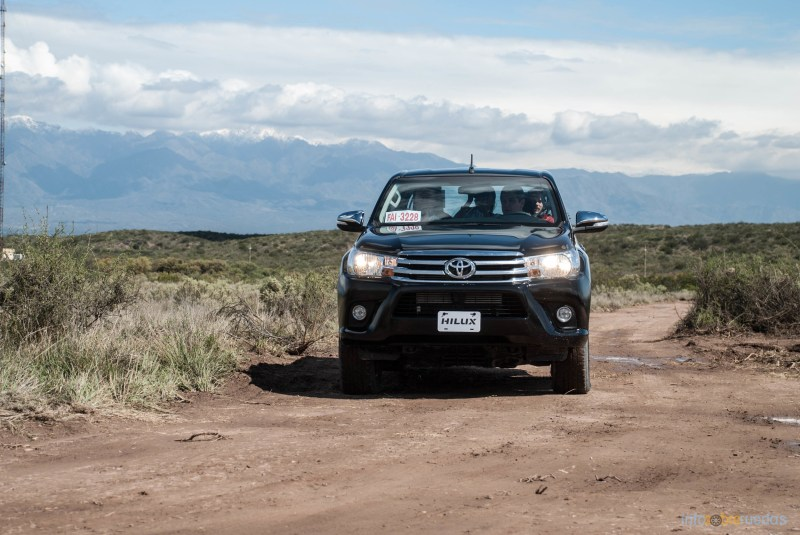 Contacto: Toyota Hilux 2016 41