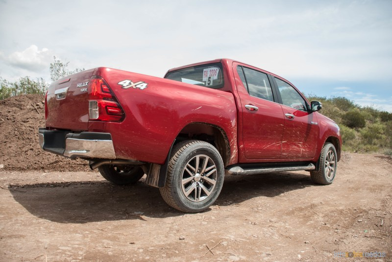 Contacto: Toyota Hilux 2016 53