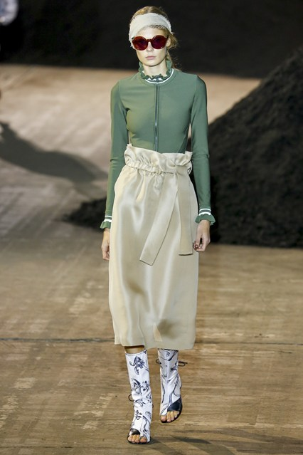 This is definitely not the easiest look to pull off, but if you can rock it, go ahead! Pair it with something tighter on top for a more flattering look. Designers from Philip Lim to Tibi have adopted the paperbag waist look to their collections.