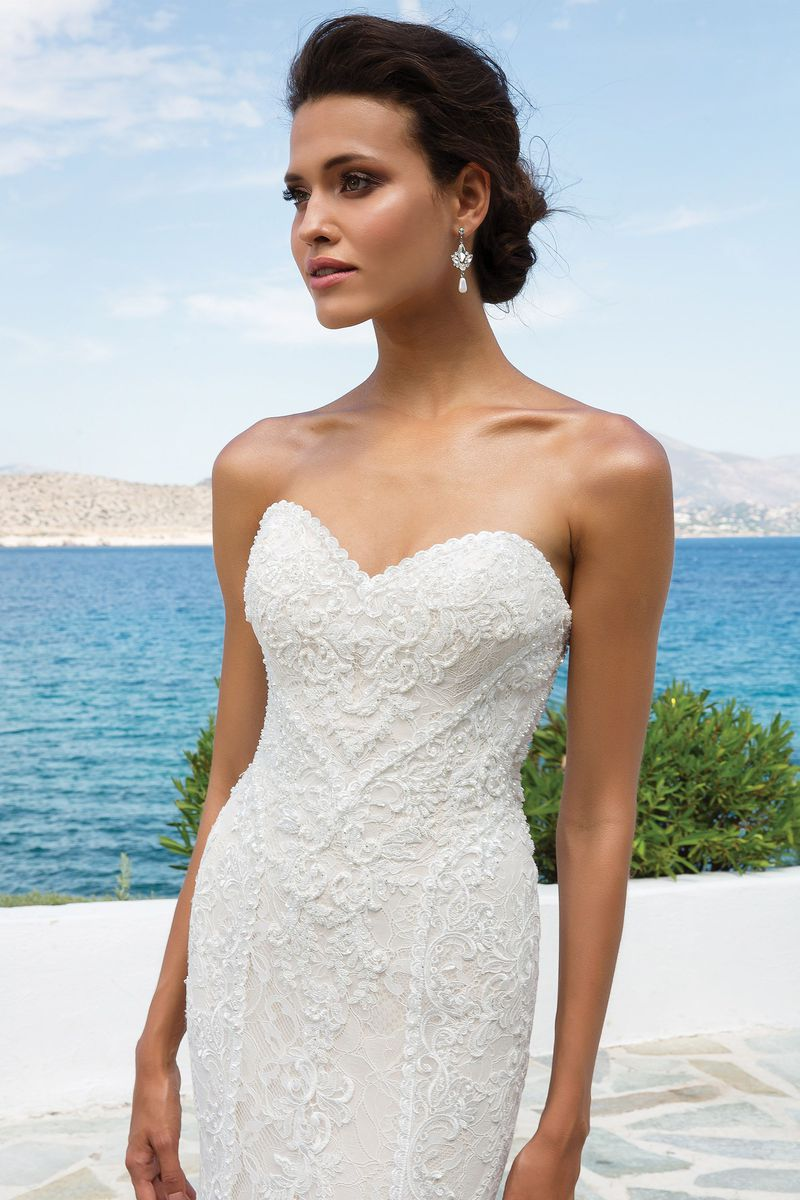 Designer Gown Gallery     Ivory   Lace Bridal Boutique 89674 jpg