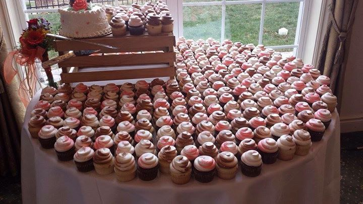 Wedding Cakes     Party Cake Shop Cupcake Table jpg