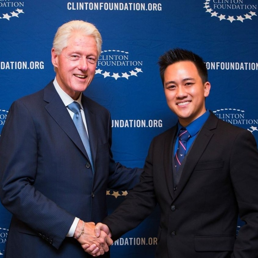 Viet with Bill Clinton.jpg