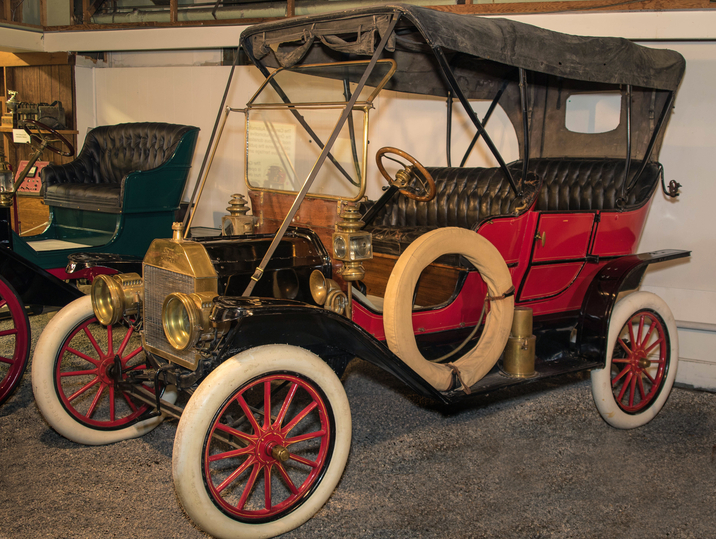 Canadian  1900 1945      Canadian Automotive Museum 1909 Ford Model T