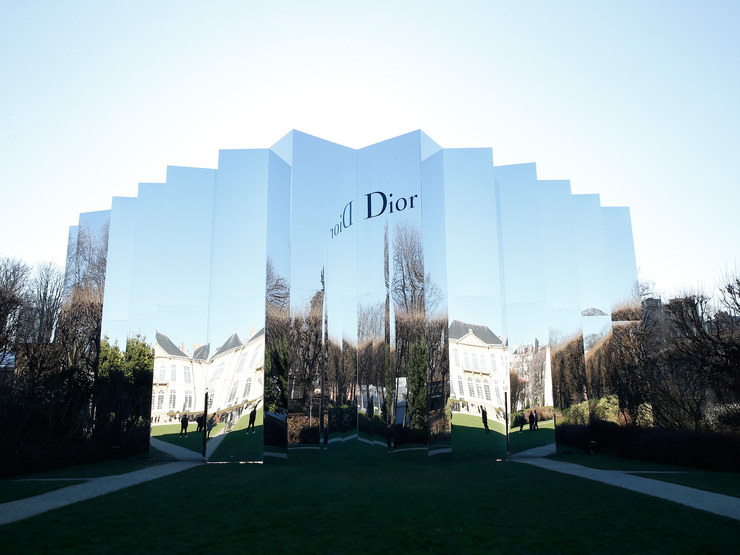 The mirrored exterior of the Christian Dior Spring 2016 Couture show in Musée Rodin for Paris Fashion Week.Photo: Architectural Digest