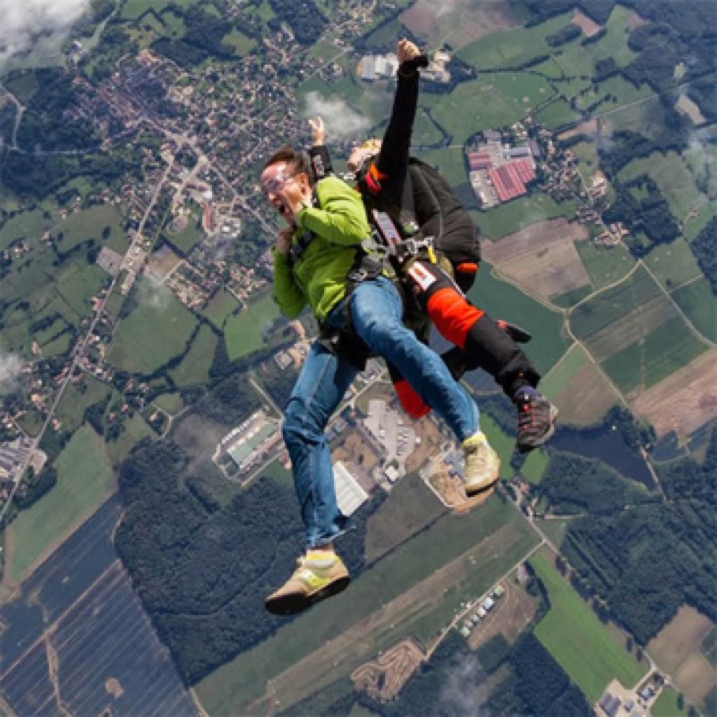 saut-en-parachute-tandem-a-dijon-1.png