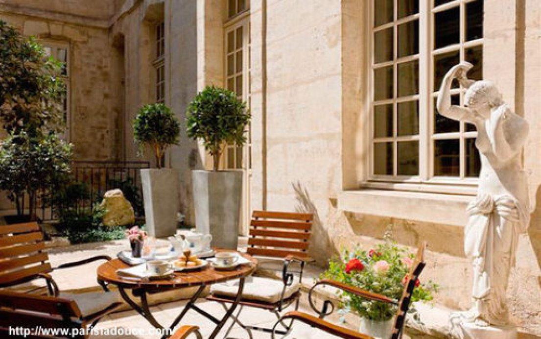 Terrace+Paris+café+Laurent.jpeg