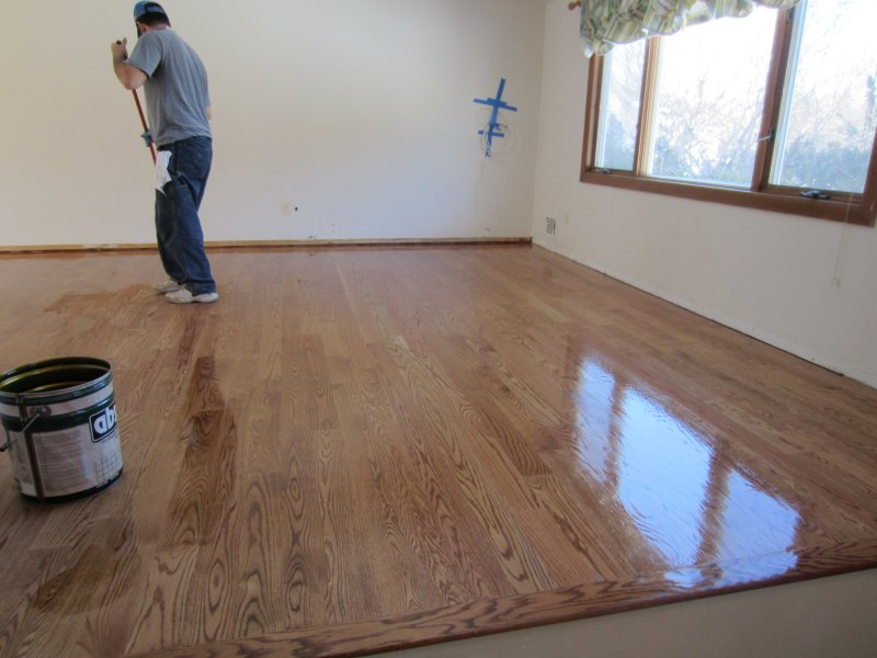 RED OAK VS WHITE OAK HARDWOOD FLOORING  WHICH IS BETTER      Valenti     We hope that this has been helpful if you are planning a new hardwood  flooring installation and are considering Red or White Oak
