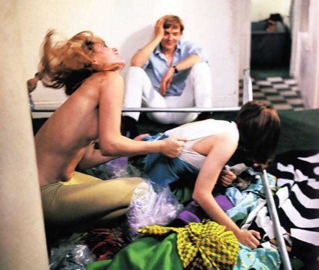 David Hemmings Observes The Girl On Girl Action In Antonionis