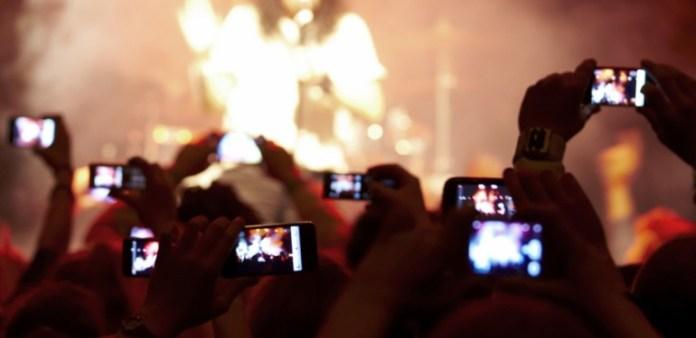 tdy-130115-concert-phones-770x375.jpg