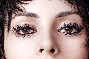 No matter how well taken the photo,clumpy lashes steal the show away from the eyes.