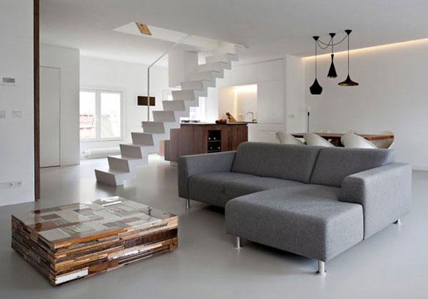 E la complessa costruzione di tetti e forme di case a due piani migliora significativamente il colore architettonico. Su Due Piani Foto 1 Livingcorriere