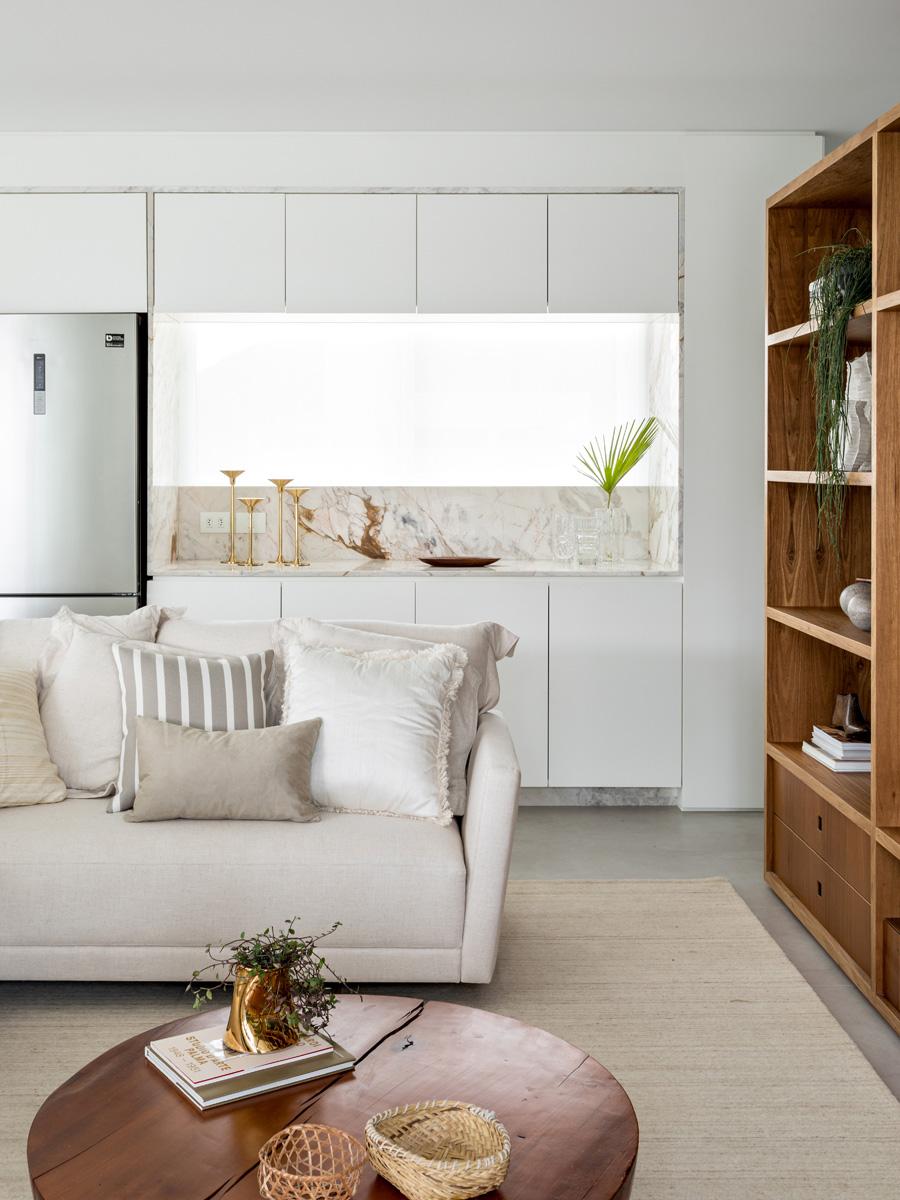 Anche i materiali possono esserti utili per dividere a livello visivo gli ambienti: Dividere Un Open Space 20 Idee Con Cucina E Soggiorno Foto 1 Livingcorriere