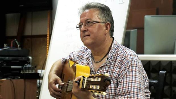 El guitarrista Eduardo Rebollar