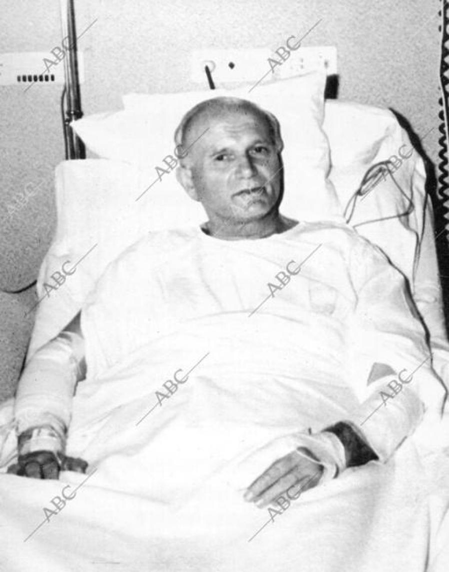 Juan Pablo II, convaleciente después del atentado sufrido en la plaza de San Pedro