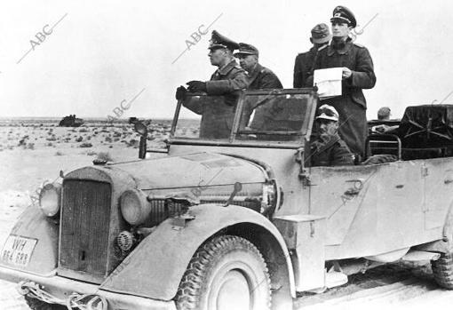 El mariscal Erwin Rommel, en el frente de África durante 1942