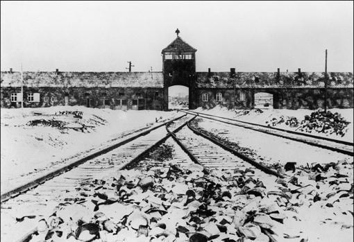 La instantánea más famosa de la entrada al campo de concentración