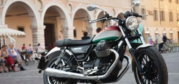 Moto Guzzi in giro per i paesi italiani