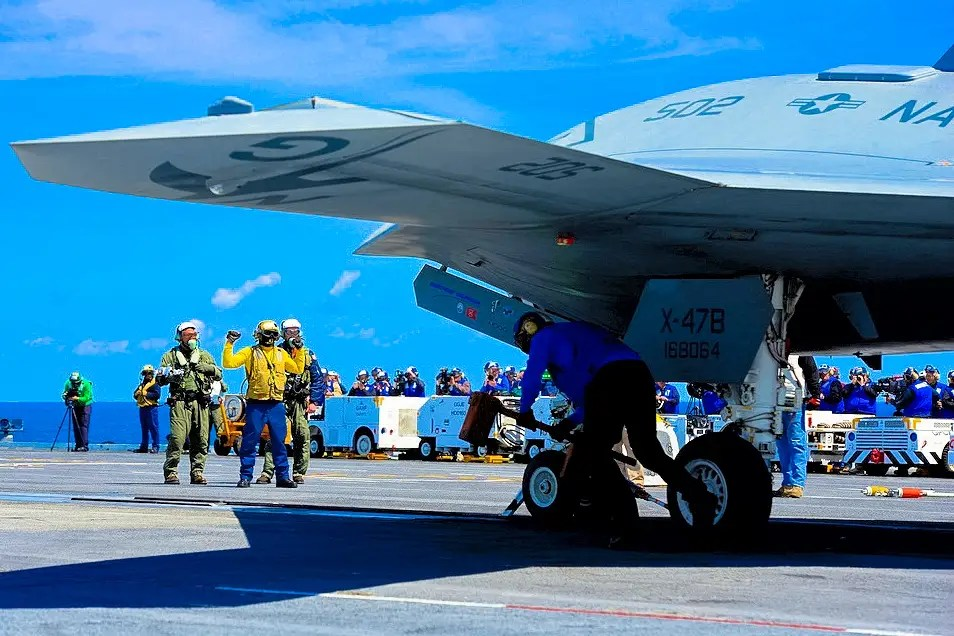 In November 2011, the Navy announced that aerial refueling equipment and software would be added to one of the prototype aircraft in 2014 for testing.
