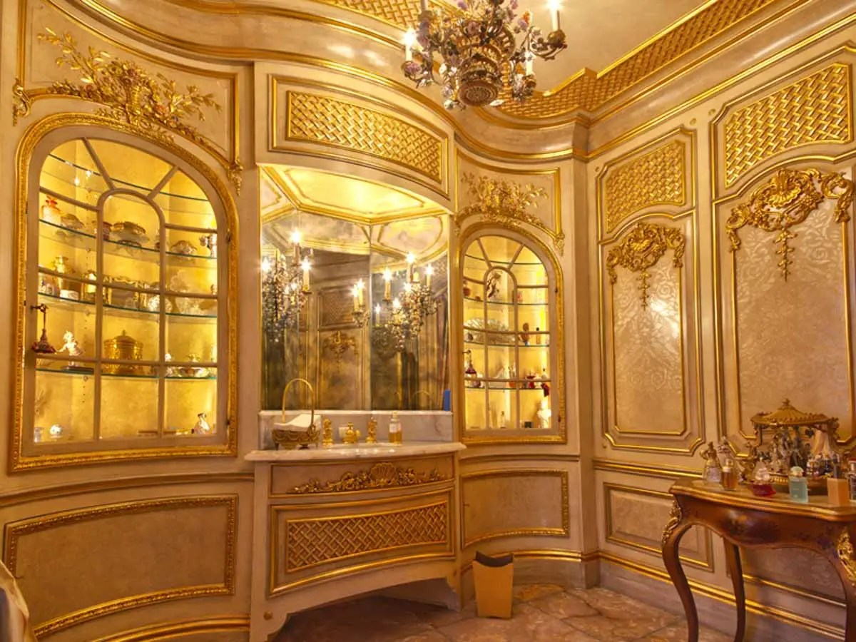 """""""His"""" is a cigar lounge modeled after New York's St. Regis Hotel."""